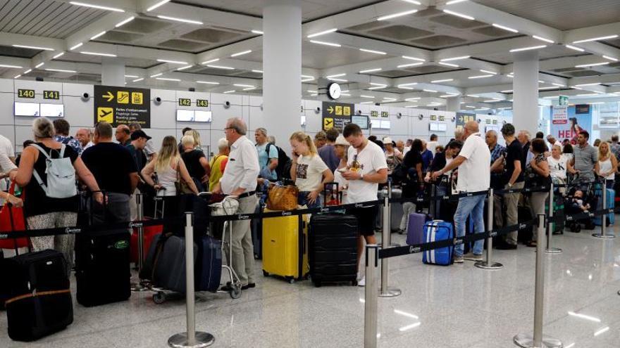 Treinta vuelos hacia o desde España cancelados hoy tras la quiebra de Thomas Cook