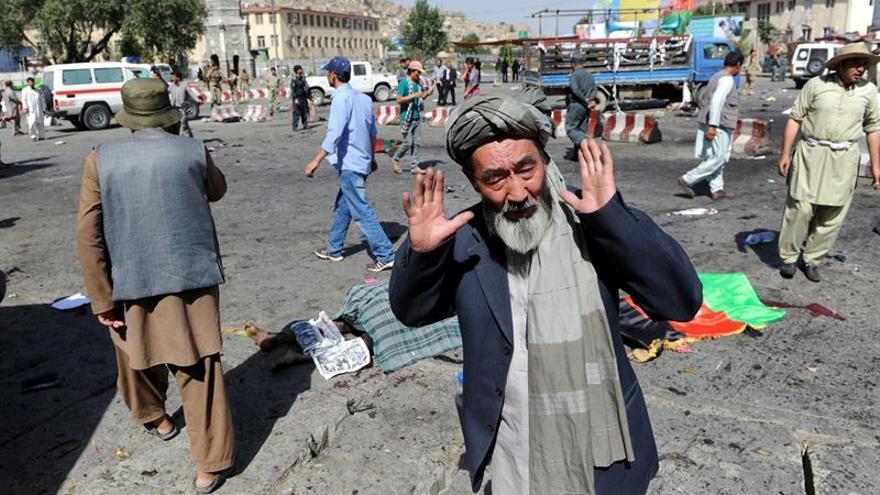 El Estado Islámico reivindica el ataque en Kabul con al menos 61 muertos