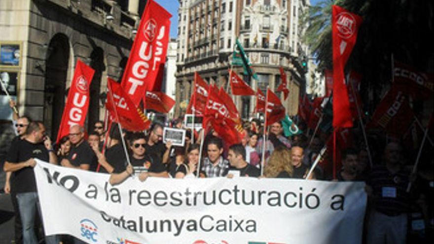 Catalunya banc reduce de 400 a 11 sus oficinas en la for Oficines catalunya caixa