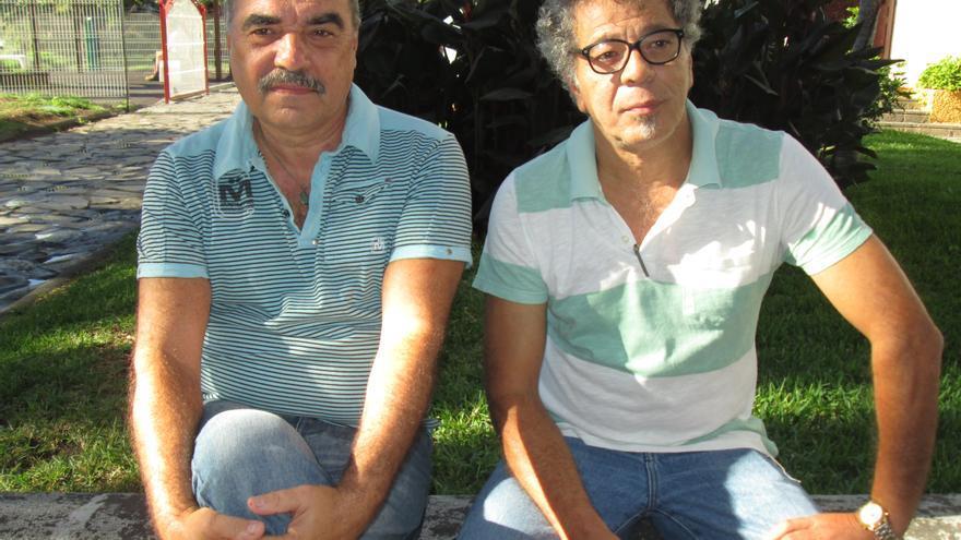Manuel Lorenzo (izquierda) y Manuel Garrido son los autores de 'Diario de un volcán'. Foto: LUZ RODRÍGUEZ