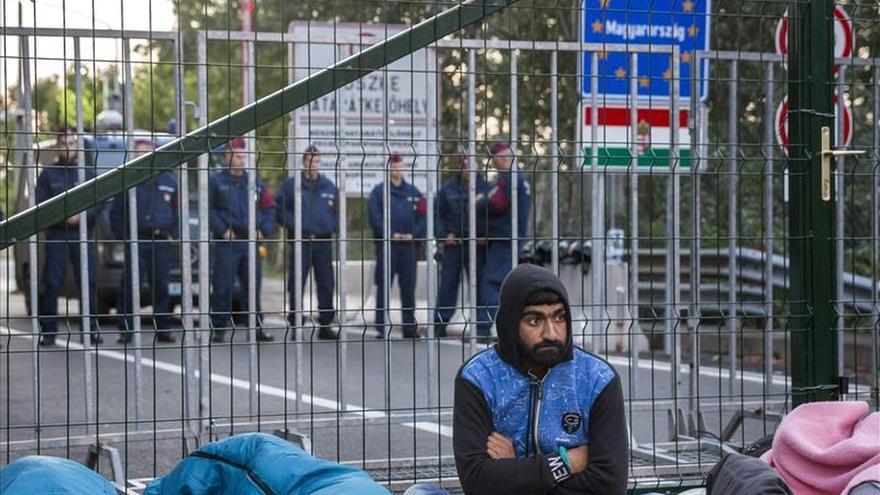 """Hungría declara el """"estado de crisis"""" en dos provincias por la llegada de refugiados"""