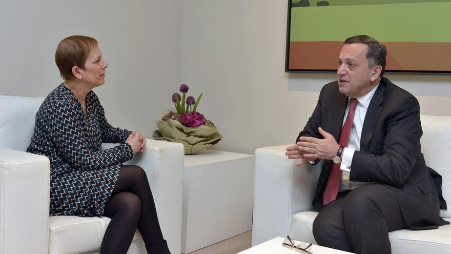 La presidenta del Gobierno de Navarra recibe al embajador de Armenia