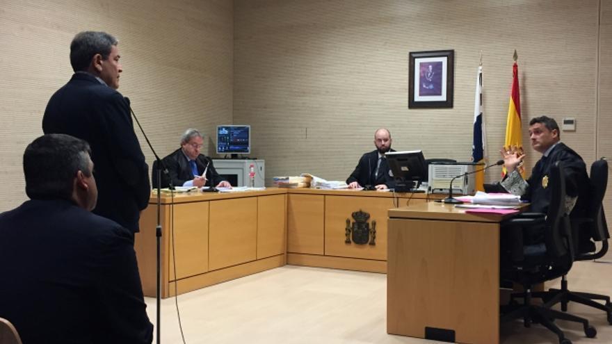 Anticorrupción acusa al exalcalde de Candelaria y al exconcejal de Urbanismo de prevaricación por adjudicar sin concurso varias obras del empresario Antonio Plasencia.