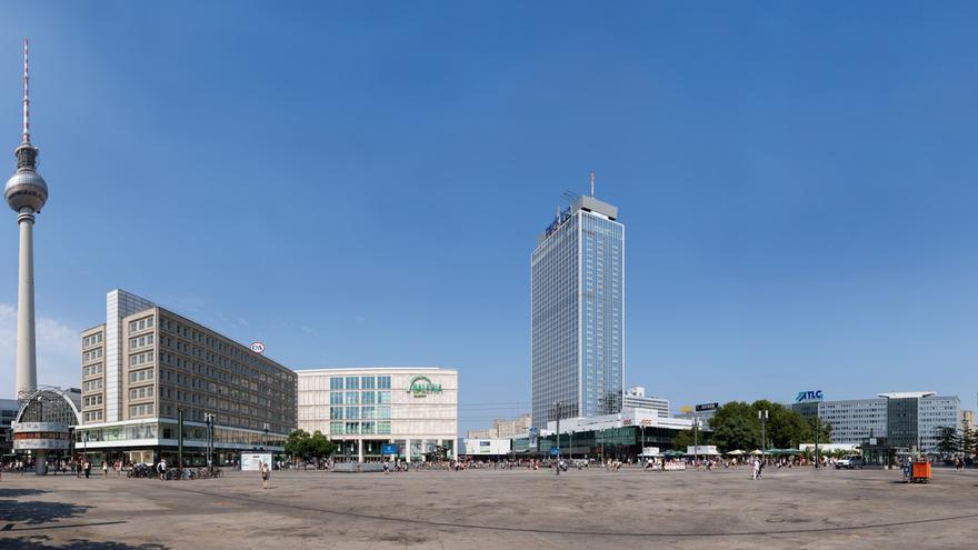 Panorama Alexander Platz/ Wikimedia Commons