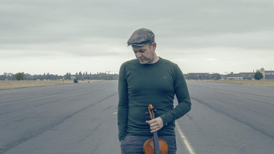 El violinista, cantante y compositor norteamericano Roland Satterwhite.