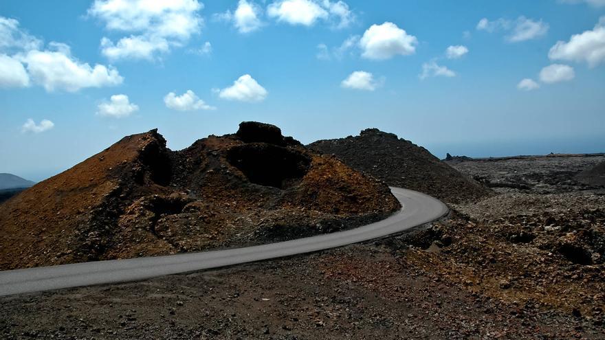 'Hornito' junto a la Pista de Las Montañas del Fuego, ruta circular que se interna en el parque. VIAJAR AHORA