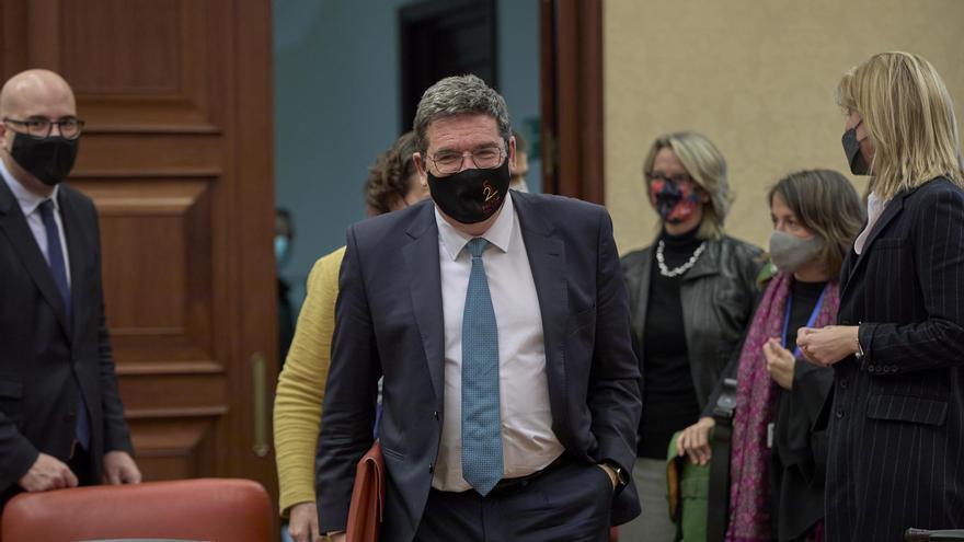 El ministro de Inclusión, Seguridad Social y Migraciones, José Luis Escrivá, minutos antes de comparecer en la Comisión de Pacto de Toledo.