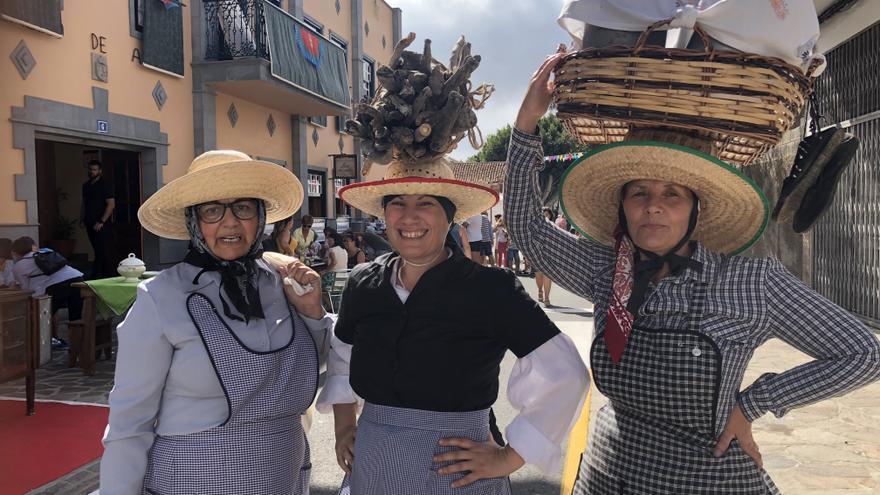 Exhibición de tradiciones canarias propias del mundo rural en el casco histórico del pueblo