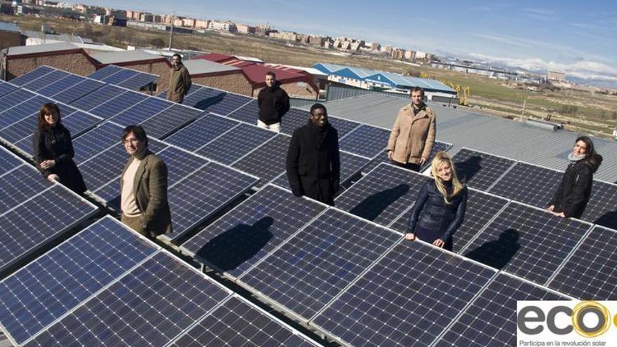 Instalación en tejado de energía solar fotovoltaica. Ecooo contra el oligopolio energético.