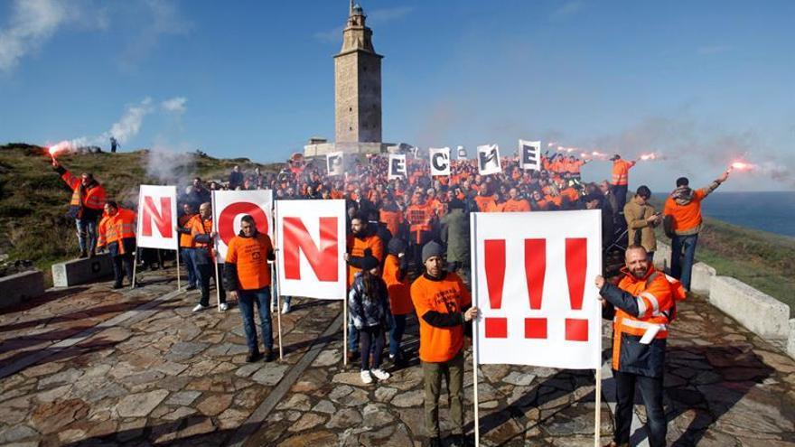 Trabajadores de Alcoa reclaman en A Coruña la intervención de la empresa