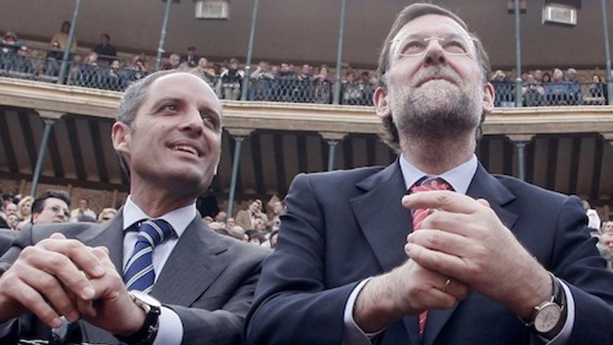 Francisco Camps y Mariano Rajoy, en la plaza de toros de Valencia. / AP / Gtresonline