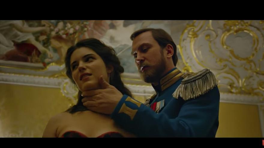 """Michalina Olszańska y Lars Eidinger en """"Matilda"""", donde interpretan a la bailarina Matilda Kshesinskaya y al Zar Nicolás II de Rusia"""