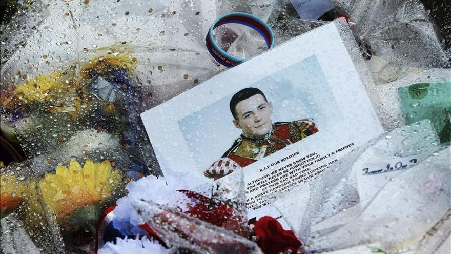 """El soldado británico asesinado murió por """"múltiples heridas incisas"""""""