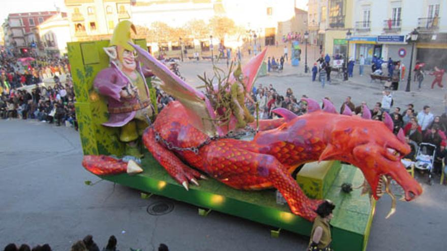 Carroza de dragón de Asociación Cultural Harúspices, Tomelloso (Ciudad Real) / Foto: Creaciones Garabato Mural