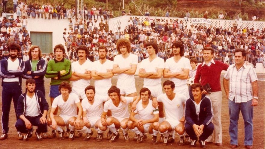 Miguel Hernández Ventura, primero por la derecha, en una imagen de archivo.
