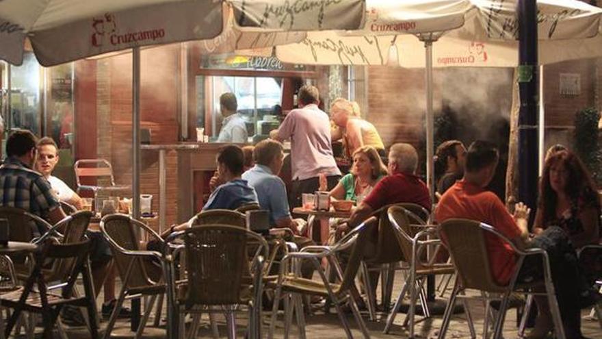 Un bar de la ciudad de Sevilla. EFE