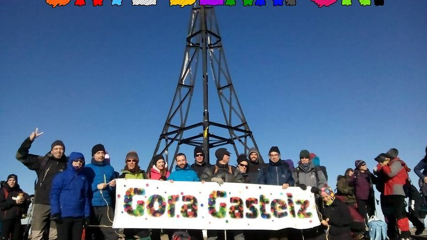 Gora Gasteiz ha llevado su mensaje hasta la cumbre más alta de Euskadi, el Gorbea.