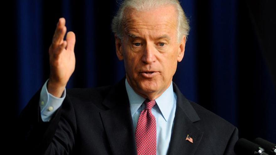 """Biden dice que Trump """"es parte del sistema amañado"""" que perjudica a ciudadanos"""