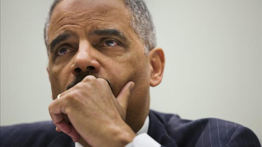 Holder cree que en el caso del IRS pudo haber violación de derechos civiles