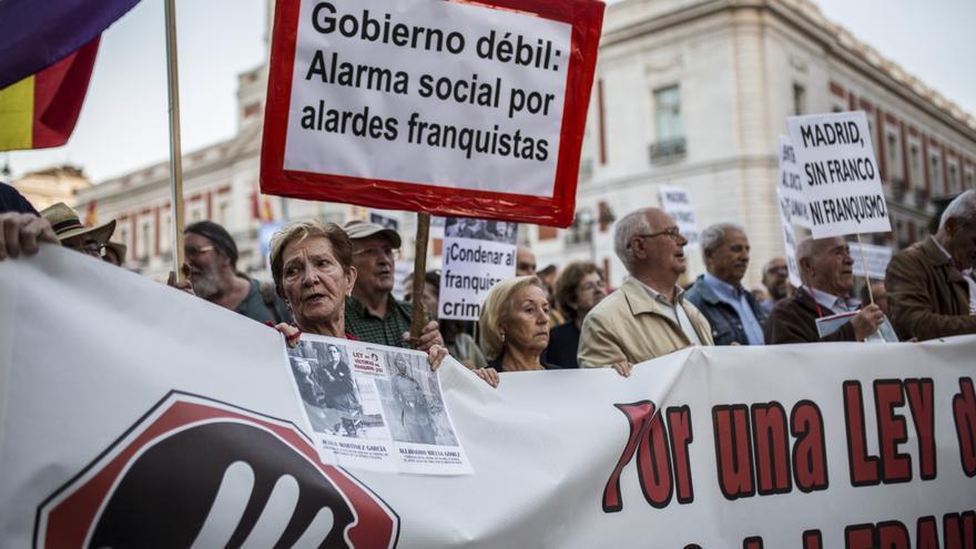 Manifestación contra la inhumación de Franco en La Almudena de Madrid.