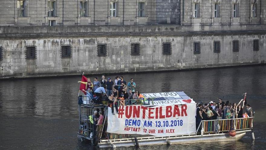 Decenas de miles de personas se manifiestan en Berlín contra el racismo
