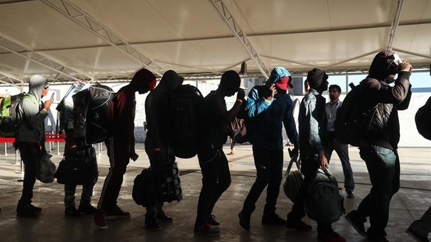 Cae la llegada de haitianos a Chile y aumenta la de venezolanos