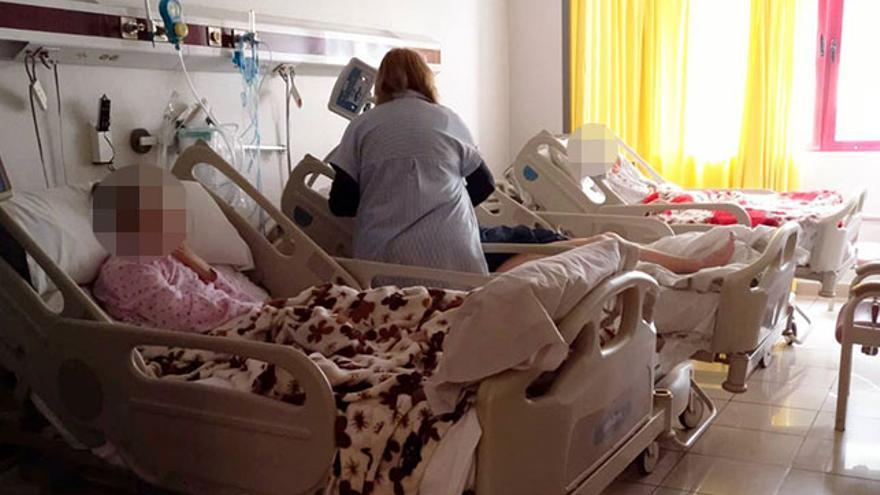 Habitación con tres camas en el Hospital Perpetuo Socorro de Las Palmas de Gran Canaria. (CANARIAS AHORA)