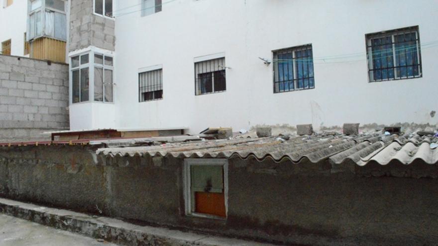 Techo de una de las chabolas en un sótano de Tamaraceite (Iago Otero Paz),