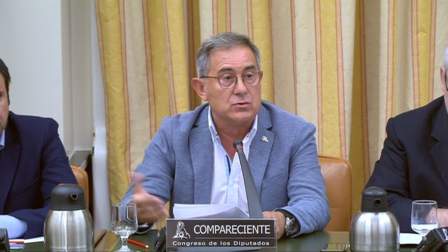 José Ramón Iglesias Mazaira, maquinista jefe que alertó del riesgo de Angrois, durante a su comparecencia en el Congreso de los Deputados