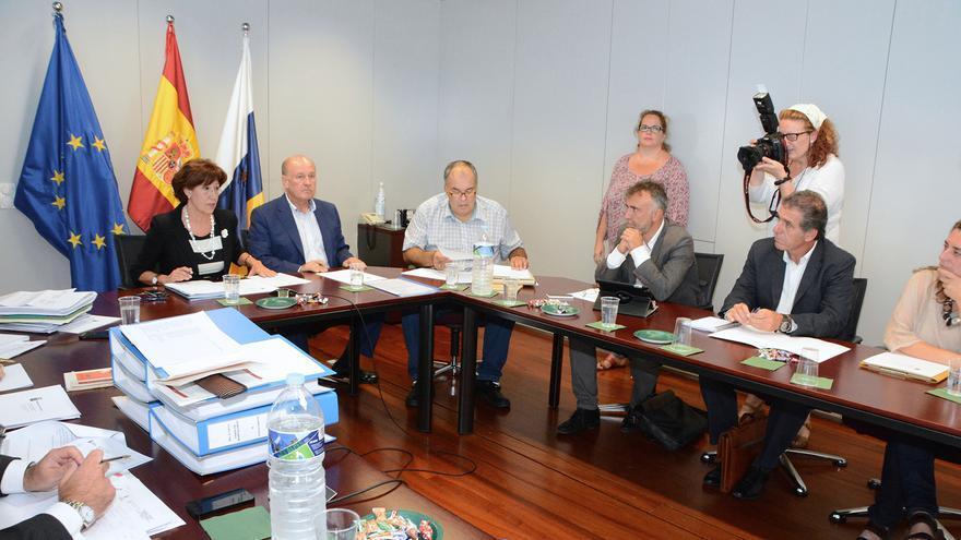 Reunión del Consejo de Patrimonio Histórico de Canarias para informar sobre la declaración del Oasis de Maspalomas como Bien de Interés Cultural en la categoría de Sitio Histórico.