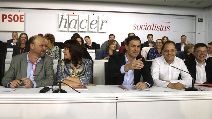 """Ximo Puig tacha de """"trampas al dominó"""" que gobierne la lista más votada"""