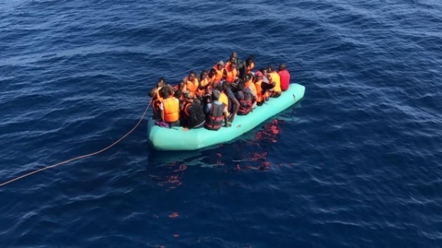 Llegan al puerto de Motril las 92 personas, dos de ellas menores, rescatadas de tres pateras