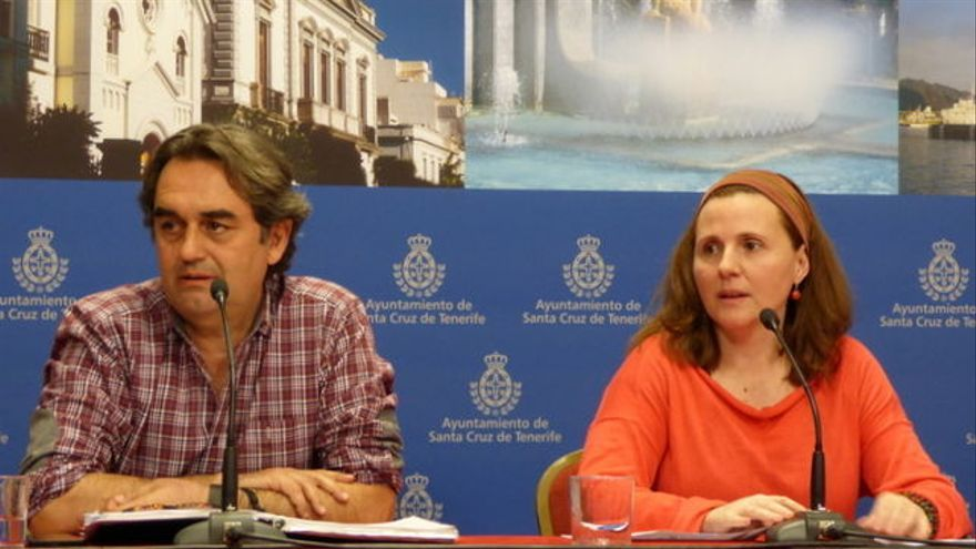 Asunción Frías, junto a su compañero y concejal de Santa Cruz Pedro Fernández Arcila