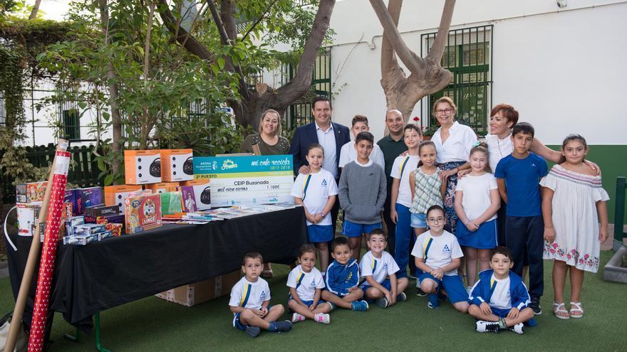 Actividad desarrollada en el CEIP Buzanada de Arona; en la foto, el alcalde José Julián Mena
