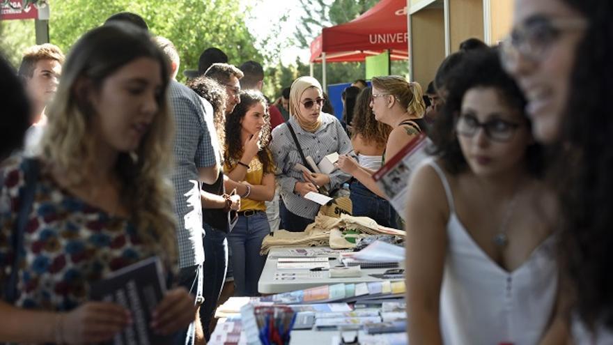 La Universidad de Murcia enseña sus servicios para estudiantes