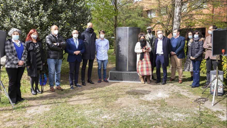 Inauguración del monolito de homenajea los sanitarios en Sierrallana