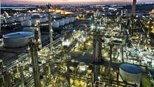 La industria petrolífera plantea ahora los ecocombustibles como alternativa al coche eléctrico
