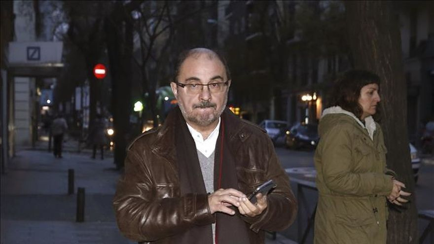 Lambán muestra su lealtad a Sánchez pero no se pronuncia sobre el congreso