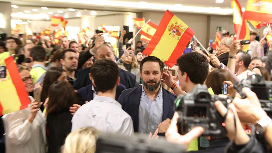 """Reporteros gráficos muestran su """"malestar por presiones"""" de Vox durante el acto de Santiago Abascal en Pamplona"""
