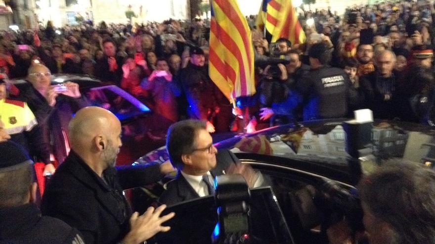El independentismo abarrota la plaza Sant Jaume para homenajear a Artur Mas