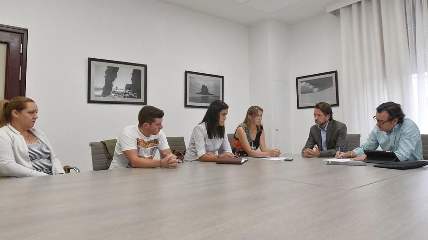 Momento de la reunión celebrada este lunes en el Cabildo, con el presidente Alonso y el consejero insular Morales