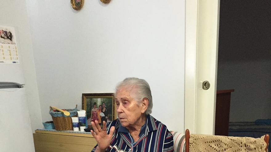 """""""La crisis me ha afectado, claro que sí, como a todo el mundo"""", sostiene Paquita, de 86 años / Carlos Miguélez Monroy - Solidarios para el Desarrollo"""