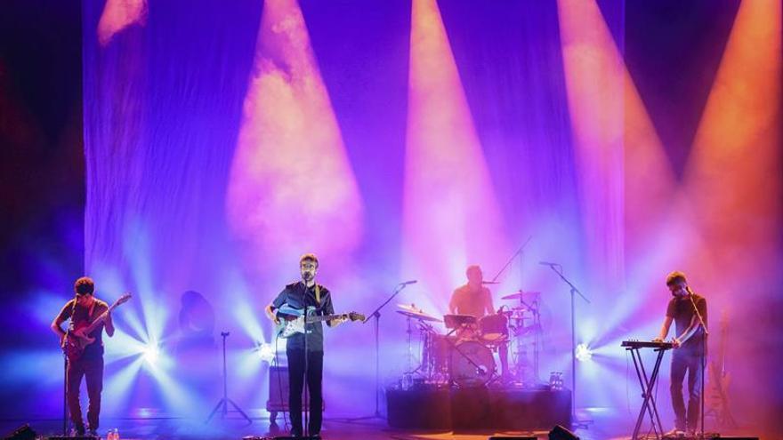 Manel inaugura con su nuevo folk electrónico el festival de Cap Roig