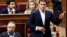 """Ciudadanos reta a Pedro Sánchez a publicar su tesis para acabar con """"el culebrón"""" y le acusa de """"mentir"""" en el Pleno"""