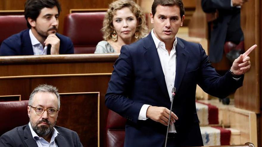 """Rivera reclama a Sánchez que haga pública su tesis para """"disipar dudas"""""""