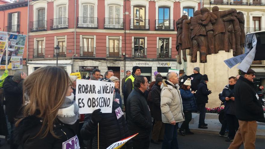 Manifestación de taxistas, pensionistas y afectados por las hipotecas a la altura de Antón Martín, Madrid