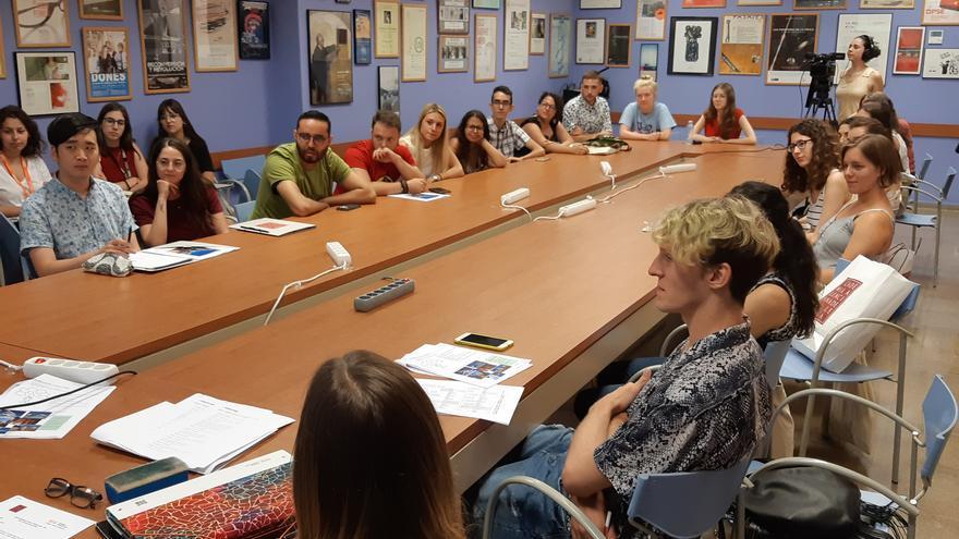 Participants en la cinquena edició de l'Estada Lingüística d'Estiu a València.