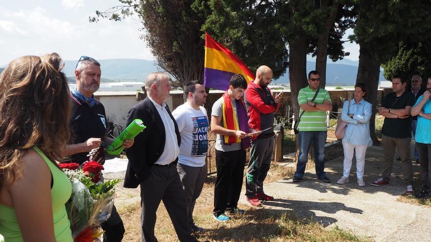 Juventudes Socialistas de Navarra homenajea a los fusilados de su organización en Aoiz