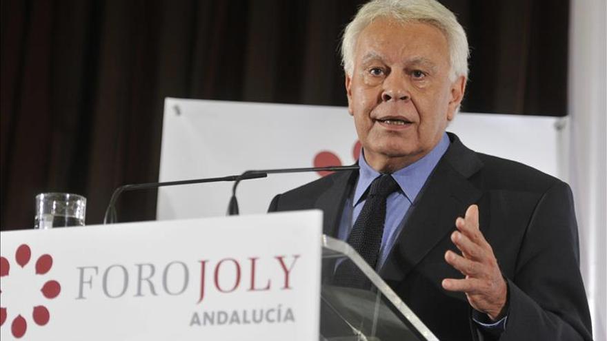 Felipe González continuará en el consejo de Gas Natural hasta 2015 si no dimite