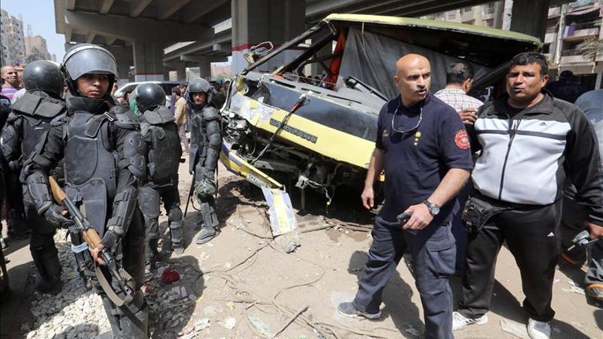 Al menos 12 muertos y 14 heridos en un accidente de autobús en Egipto